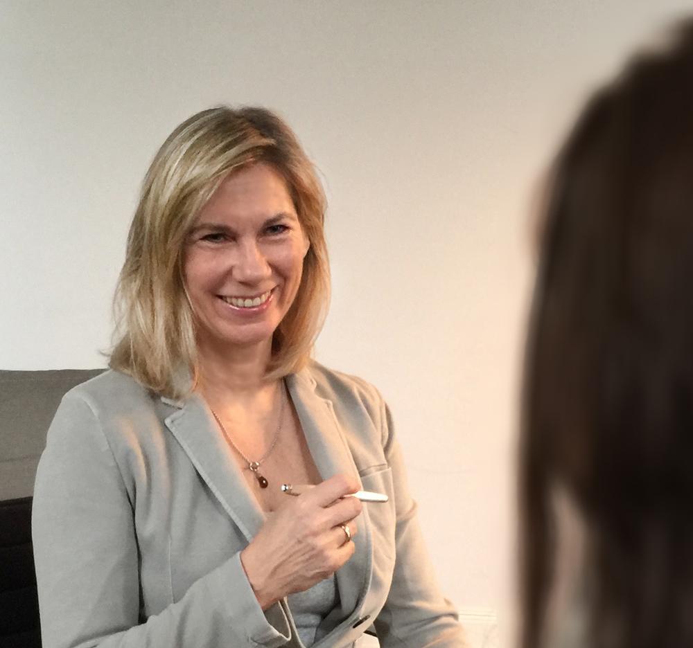 Martina Vogelmann im Behandlungsgespräch